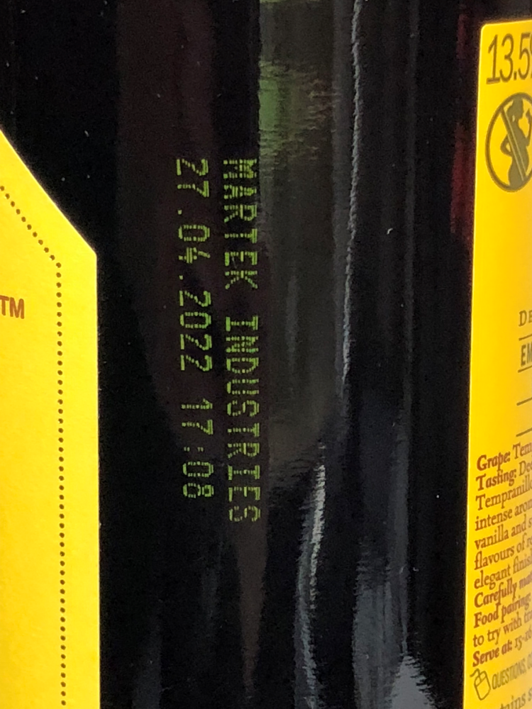 jetStamp 990 yellow print on wine bottle